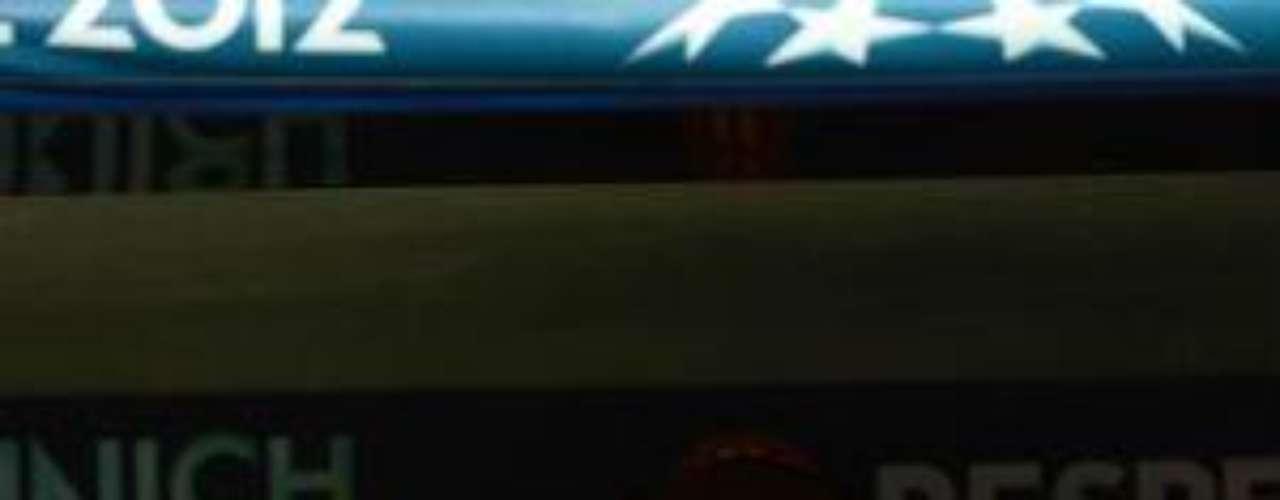 Roberto DiMatteo, entrenador del Chelsea, lució muy tranquilo durante el primer tiempo en el que  empataron 0-0