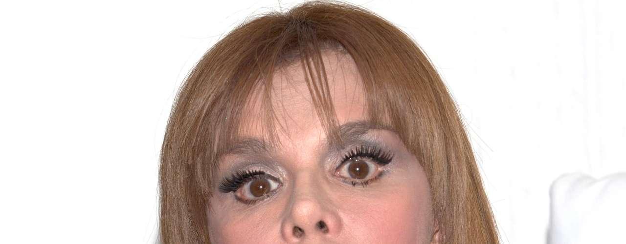Lucia Méndez no se dio cuenta y en una charla informal en el salón de belleza, alguien la grabó en el acto de criticar a varios de sus compañeros del medio artístico, entre ellos a Ninel Conde. \