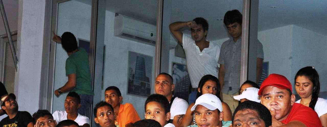 Teófilo llegó al Metropolitano con la camiseta de River Plate equipo del cual se declaró hincha apenas llegó al sur del continente para jugar con Racing, el hecho tuvo repercusiones en Argentina y la prensa sigue polemizándolo