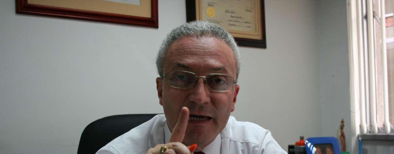 El abogado Silvio Quiñones tomó el caso de Jessy Quintero poco después de que le fueran imputados los cargos de falso testimonio y encubrimiento por los cuales permanece detenida en su domicilio desde el pasado 7 de octubre de 2011.