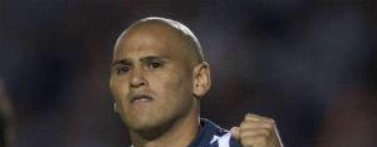 El chileno Humberto Suazo, de grandes cualidades futbolísticas, está tasado en cerca de 6 millones de dólares. Al Monterrey le han llegado ofertas, pero Rayados no lo quiere dejar salir.