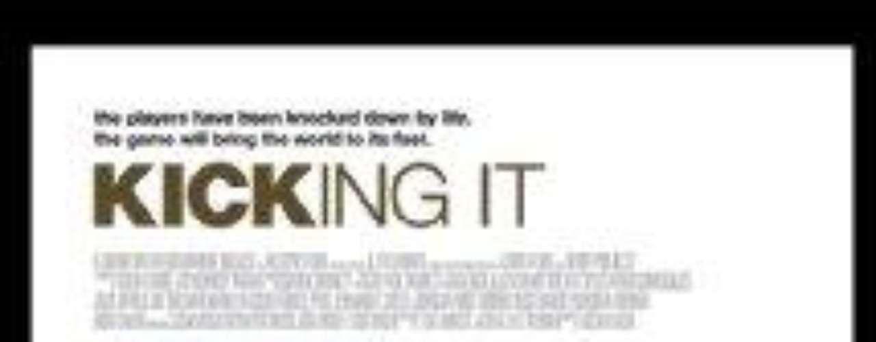 Kicking it, es un documental muy entretenido producido por ESPN, y nos narra como cada año en Ciuada del Cabo, se lleva a cabo el Mundial de la Calle, el cual reúne a seis equipos en los que todos sus integrantes son gente que vivie en las calles de diversos países como: Brasil, EU, Sudáfrica.