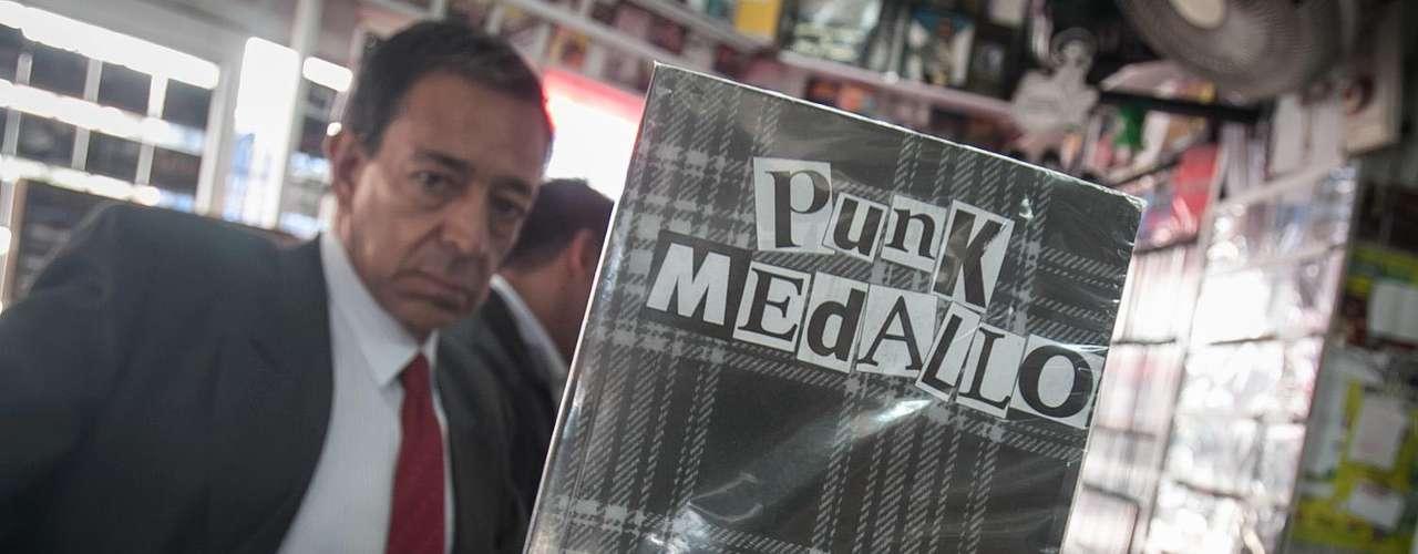 Punk Medallo -  David Viola, guitarrista y vocalista de I.R.A.