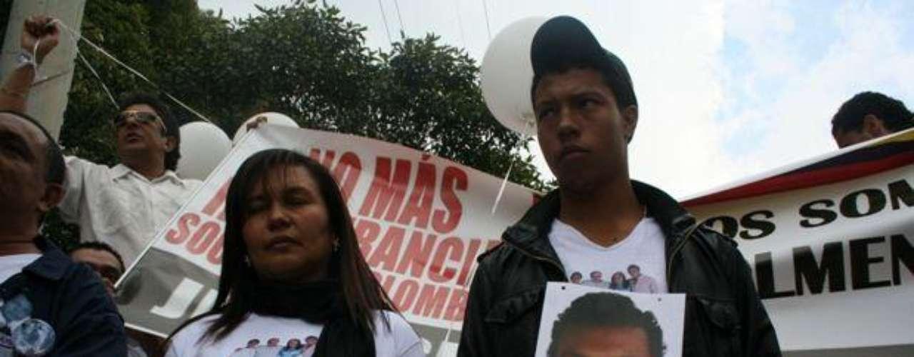 Jorge Luis Colmenares, hermano de Luis Andrés, fue la primera persona a quien se le avisó de la desaparición del joven estudiante sobre las 4:00 de la madrugada del 31 de octubre de 2010, una hora más tarde iniciaría una búsqueda que se prolongaría hasta las 7:00 de la noche.