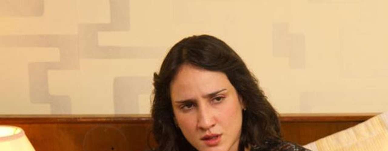 Cecilia Navia es Paty de Escobar: Ella junto a sus hijos, es el amor de la vida de Escobar, él nunca le quiso fallar pesé a que le hizo pasar muy malos ratos por culpa de encuentros clandestinos con otras mujeres.