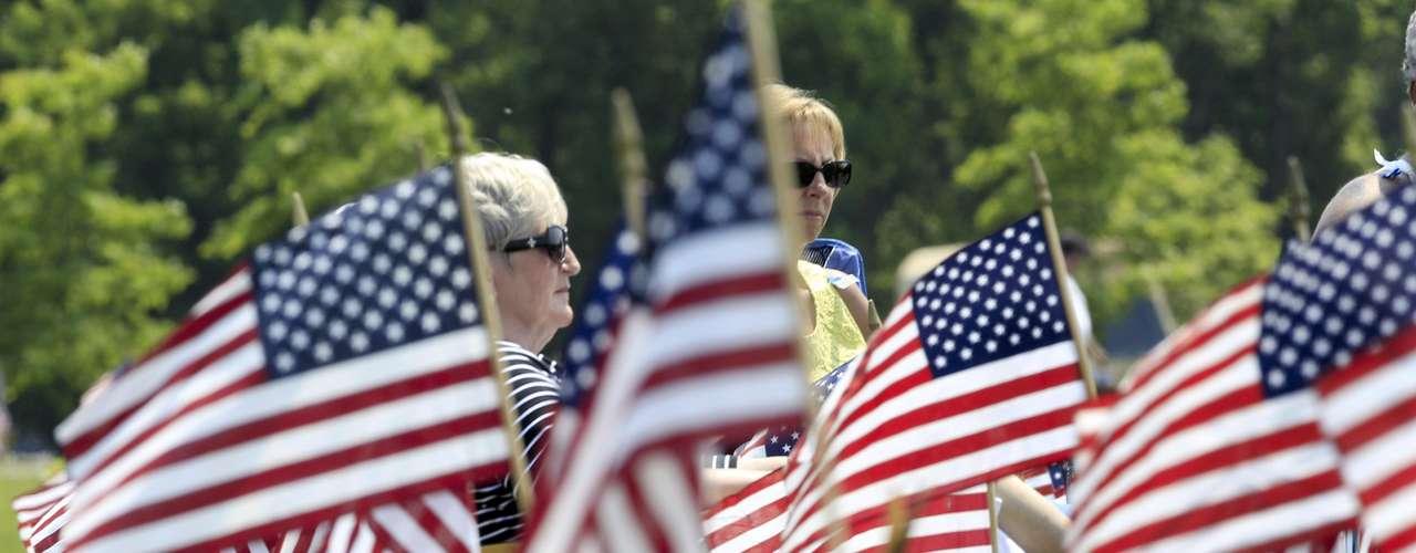 Las personas dejan de estar de manera física. Pero para sus seres queridos, siempre estarán. Durante el Memorial Day, se produce un acercamiento sentimental. Cada norteamericano debe sentir orgullo por aquellos que dieron la vida por la nación.