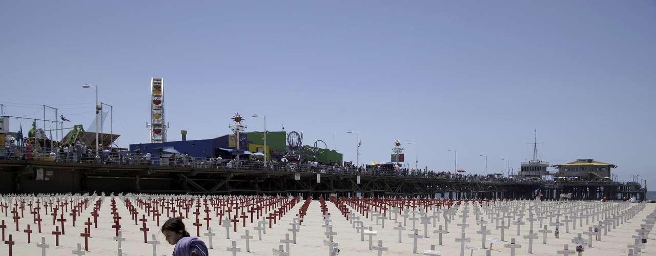Durante el Memorial Day, la gente que perdió a sus seres caídos, se acerca a distintos cementerios para rendir homenaje a aquellos de dejaron la vida por la nación.