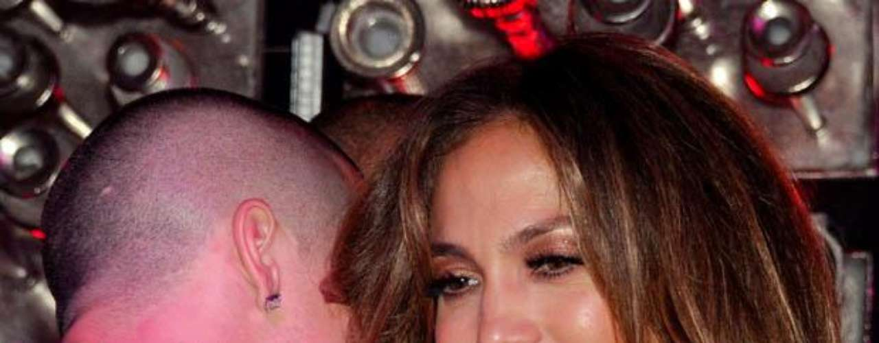 ¿Qué le estaría diciendo Casper en el oído a J. Lo?
