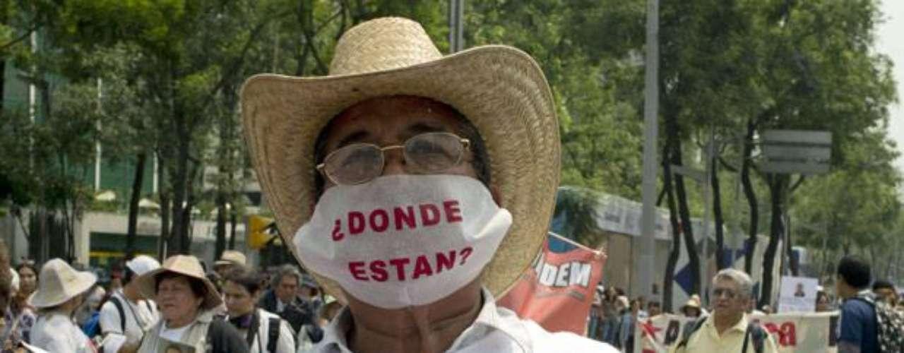 Las consecuencias por la lucha entre las bandas del narcotráfico siguen afectando a los mexicanos, sin embargo, éstos no se rinden y a toda costa exigen justicia. Y en tiempos electorales, los ciudadanos mantienen la esperanza de que el flagelo de la inseguridad disminuya en el país con un nuevo gobierno.  (Fuente texto: AFP)