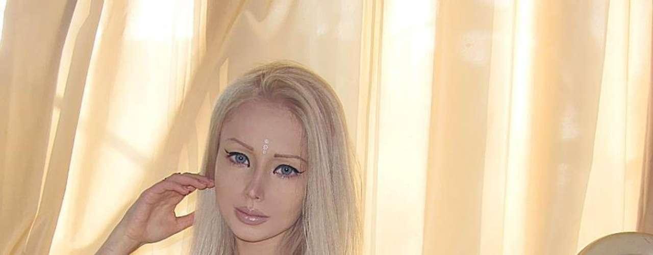 Valeria Lukyanova, seduce a sus miles de fans publicando imágenes de sus vacaciones en las redes sociales en donde presume de su figura en biquini.