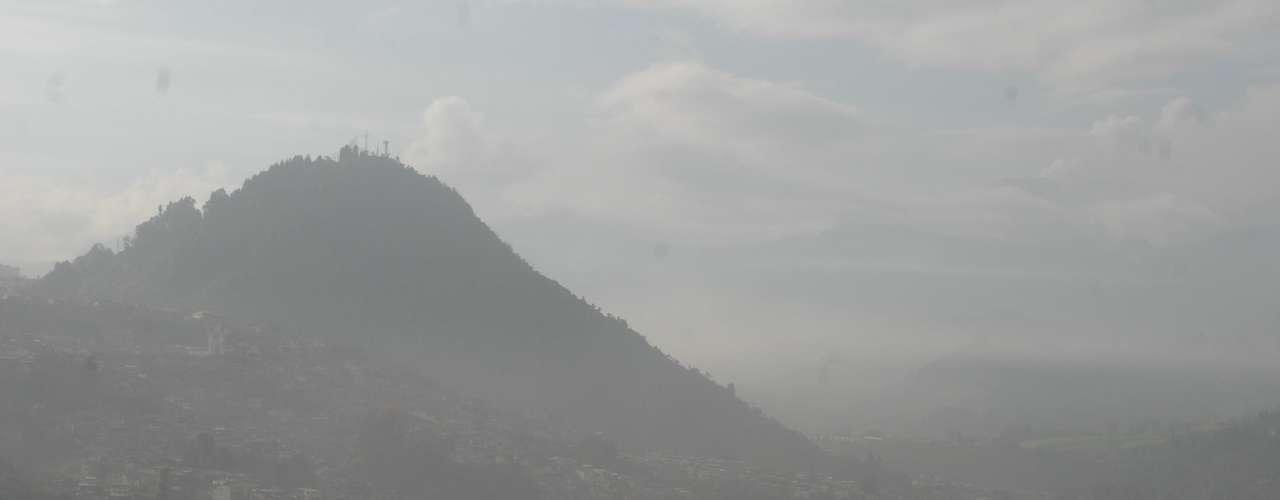 La coordinadora técnica del Ovsm, Gloria Patricia Cortés, explicó en un comunicado que se ha confirmado la emisión de cenizas en los alrededores del volcán, en las zonas urbanas y rurales de Manizales, así como en la población vecina de Villamaría.