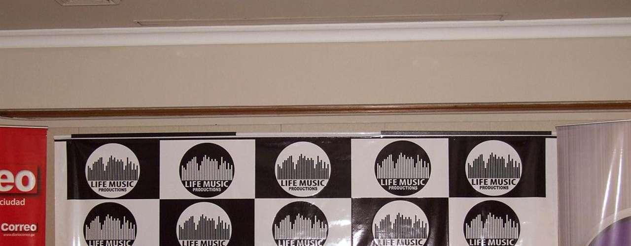 Tres años después de su última visita, la agrupación española Hombres G volvió a nuestro país para ofrecer 3 conciertos que harán delirar a sus fans con lo mejor de su repertorio de los ochenta. Dani Mezquita (bajo), Javi Molina (batería), David Summers (vocalista) y Rafa Gutiérrez (guitarra), creadores de hits como \