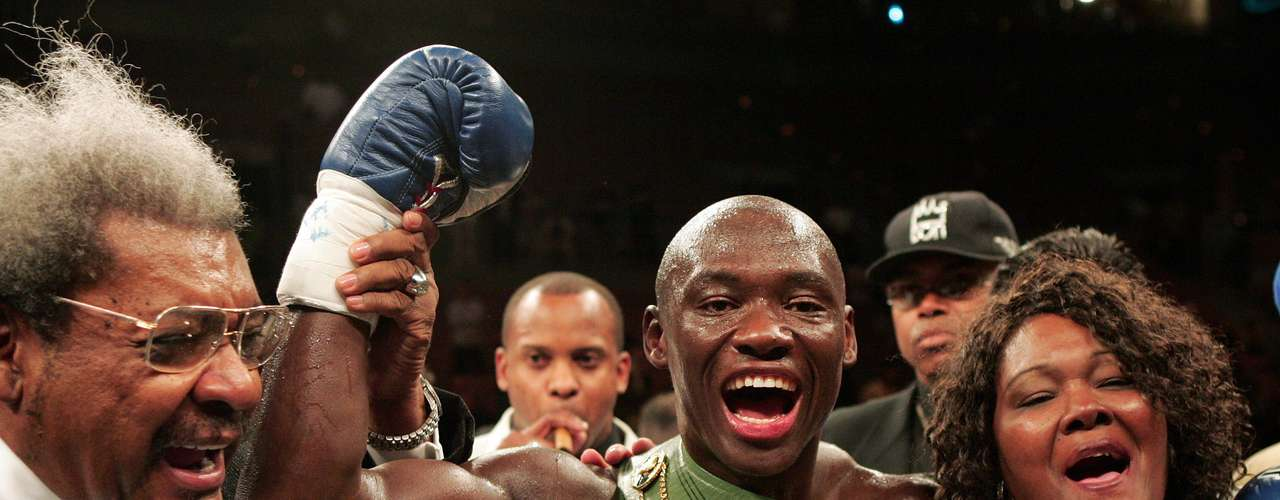 Antonio Tarver vs Roy Jones Junior (2004): Antonio Tarver almost pulled off the upset the first time he met Roy Jones Junior, with the favorite winning by decision in 2003. The second time around in 2004, he didnt leave it in the judges hands. He scored a shocking 2nd round knockout after Jones dominated the first