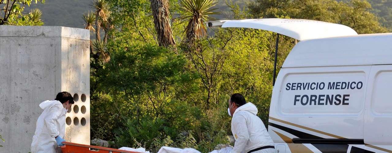 A medida que los Zetas se han expandido, han ido llenando sus filas con matones que pueden ser difíciles de controlar. Este tipo de sicarios podría estar detrás de atrocidades como las ocurridas el 13 de mayo pasado. Esa mañana, 49 cadáveres con sus cabezas, manos y pies cercenados fueron arrojados en una carretera cerca del municipio de Cadereyta, al este de Monterrey.