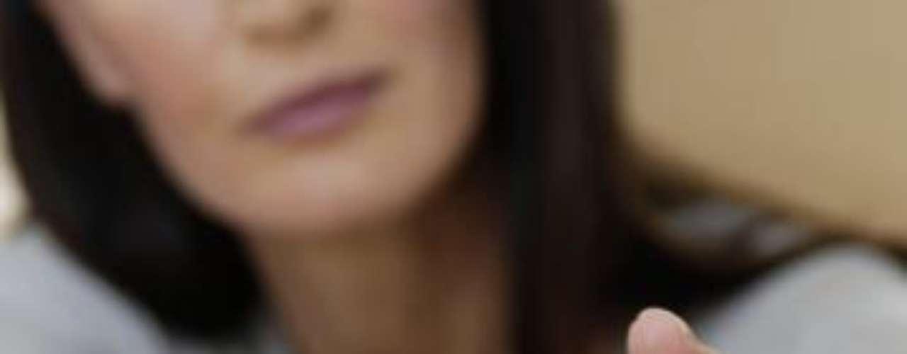 Tradicionalmente los hombres se preocupan más por la educación de sus hijos varones que de sus hijas, lo que se deriva en un alejamiento del esposo hacia las mujeres del hogar. Esto despierta la chispa de la infidelidad en la mayoría de las esposas, que buscan esa atención fuera de la relación.