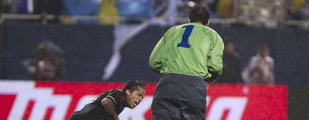 Giovani Dos Santos, tuvo otra opción clara de gol que no resolvió adecuadamente.