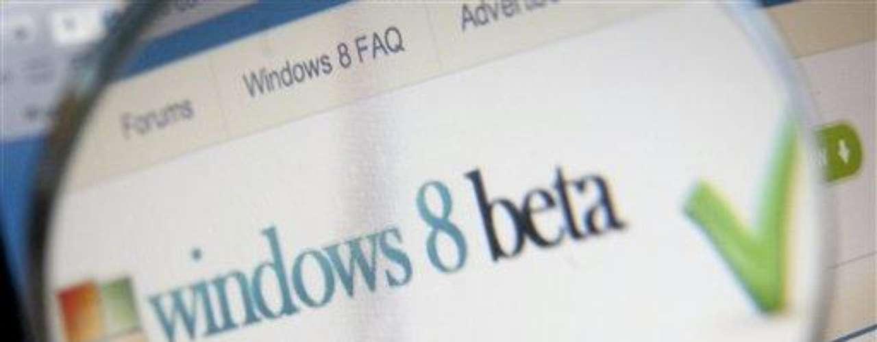 Otro dato interesante, es que todos aquellos que compren una computadora desde hoy hasta la salida de Windows 8, luego podrán pasar de Windows 7 a 8 por sólo 14.99 dólares.