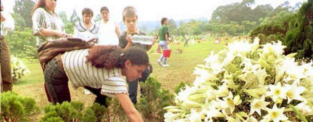 Con la oleada de atentados que ordenó Pablo Escobar, el terror se sembró en la sociedad colombiana que atemorizaba demandó del Estado una política que acabara con la violencia a finales de los 80 y comienzos de los 90.