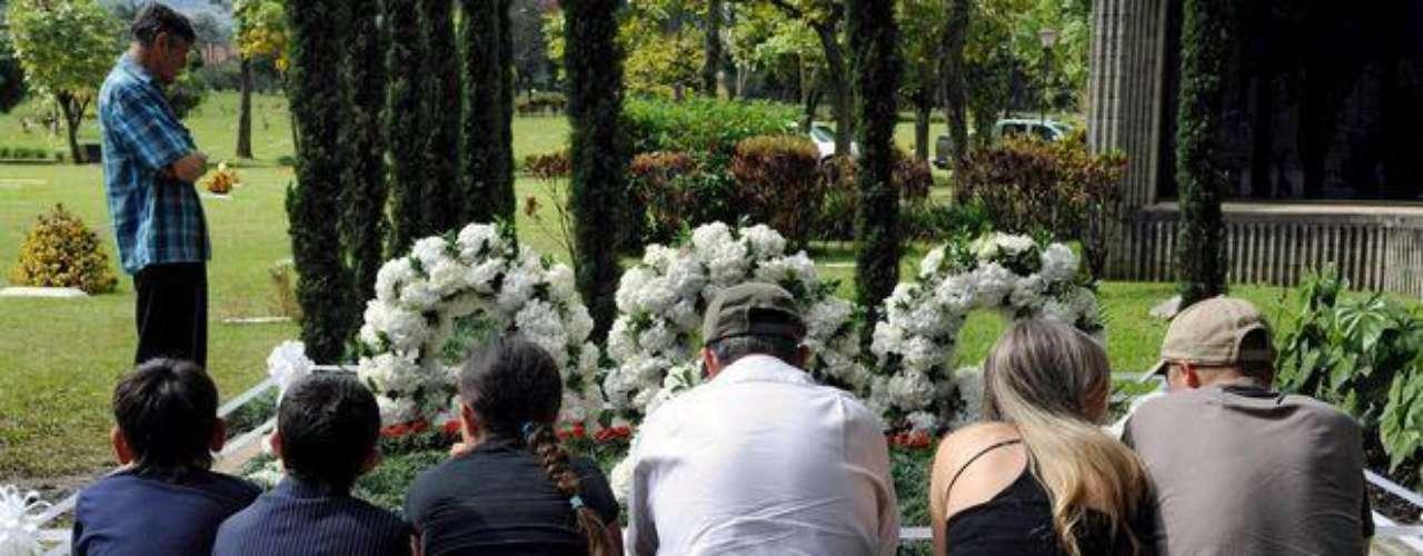 Desde su muerte, la tumba de Pablo Emilio Escobar Gaviria en el cementerio de Montesacro de Medellín es la más visitada del país.