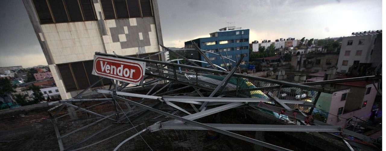 Otros tornados de intensidad débil se han registrado en municipios conurbados desde 2005, como en Chalco y Ciudad Neza, pero en el DF se amortiguan por las montañas que le rodean, las cuales a la vez mitigan el calor, más experimentado hacia el oriente y norte de la metrópoli, indicó Rivera.