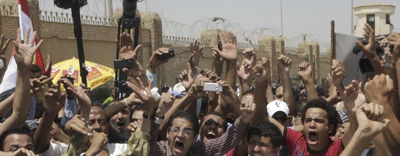 La fiscalía había pedido la pena de muerte para Mubarak, acusado de haber ordenado disparar contra los participantes durante las protestas que estallaron el 25 de enero de 2011 que pedían el fin de su régimen.
