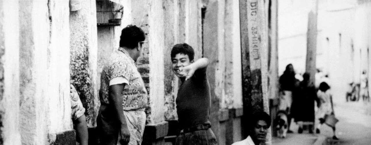 'Sus caracolitos, Canderaria de los Patos'. Ciudad de México 1965.- La escritora Elena Poniatowska decía que del fotógrafo mexicano aprendió a ser periodista: \
