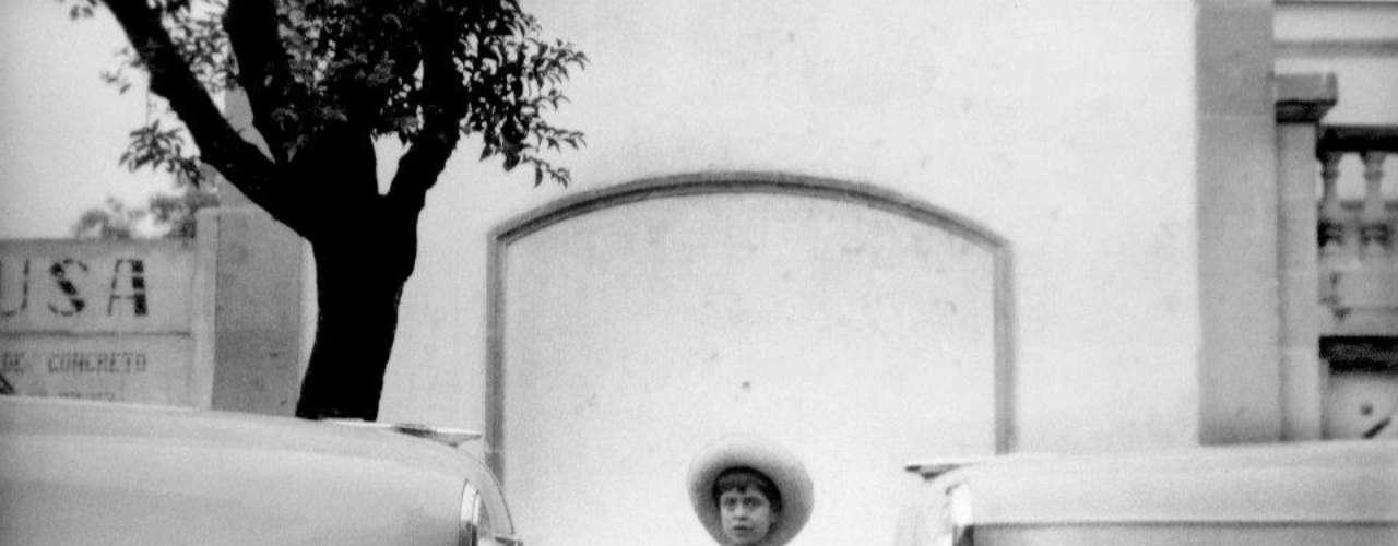 'Entre el progreso y el desarrollo'. Ciudad de México 1950.- Héctor García es el nombre de varias, contradictorias y complementarias entidades: el fotoperiodista que transitó de la calle al palacio y de la farándula a la política.