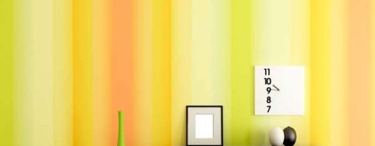 Las combinaciones de triadas complementarios son los que forman un triangulo igualmente espaciado en el circulo cromático. Cuando uses esta combinación es importante que escojas un color primario, y dos secundarios. Deja que el color primario domine, mientras los colores secundarios complementan el primario con acentos. Por ejemplo, el violeta, verde y anaranjado, o el azul, rojo y amarillo.