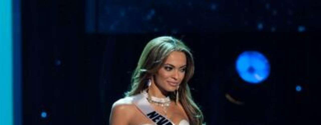 Miss Nevada , Jade Kelsall en traje de noche para competir por Miss USA 2012.