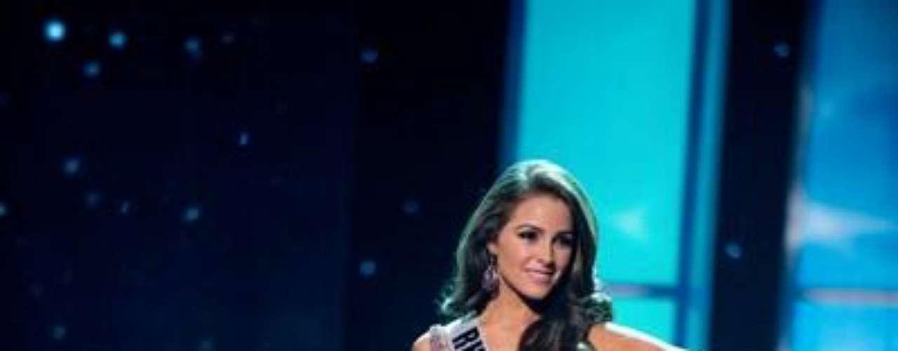 En traje de noche, Miss Rhode Island  Olivia Culpo , procede  de Cranston y tiene 20 añod de edad