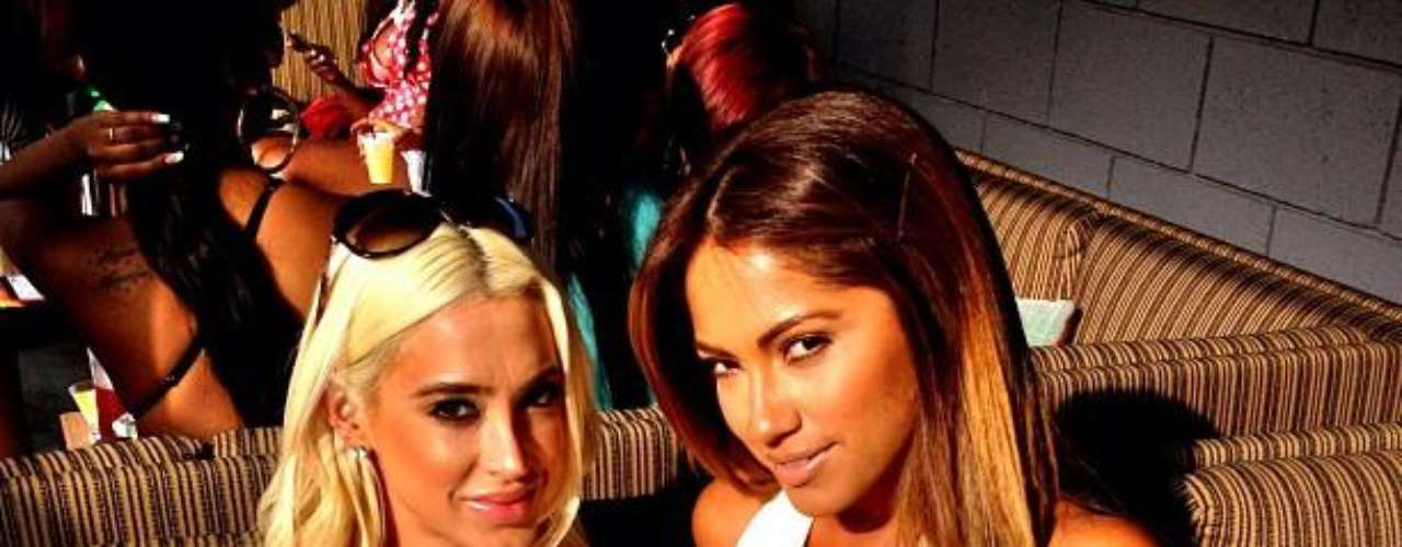 El parecido con la cantante Jennifer Lopez es impresionante aunque le lleve casi 15 años de edad de diferencia.