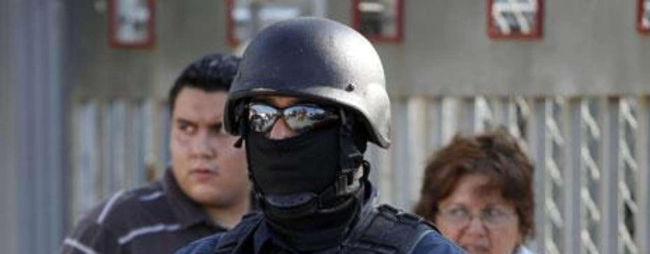En tanto las autoridades federales han señalado que el narcotráfico buscó influir en los resultados del proceso electoral para renovar en 2011 el gobierno del estado occidental de Michoacán, uno de los estados afectados por la violencia de los carteles de las drogas.