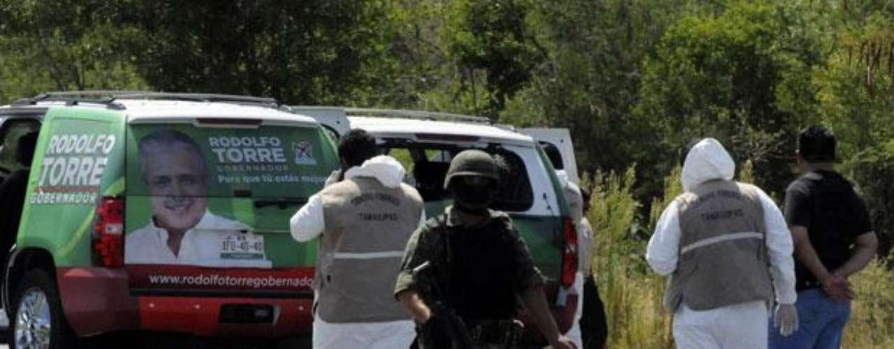 Diversas partes de México han padecido la violencia atribuida al narcotráfico, que se ha traducido en 50,000 muertos desde 2006. En algunos casos, las víctimas han sido autoridades locales como alcaldes y en menor medida, candidatos a puestos locales.