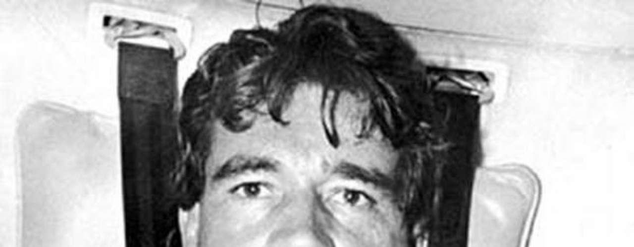 El narcotraficante Carlos Lehder fue uno de los primeros socios de Escobar y un hombre apasionado por las aeronaves. 'Escobar el patrón del mal' sigue dando de qué hablar, en esta ocasión la serie viene presentando a nuevos personajes de esta trascendental historia, que tienen un gran parecido en cuanto a la interpretación y el físico de las personas que fueron las protagonistas de estos hechos en la vida real. Conoce a los personajes reales y ficticios de esta historia.