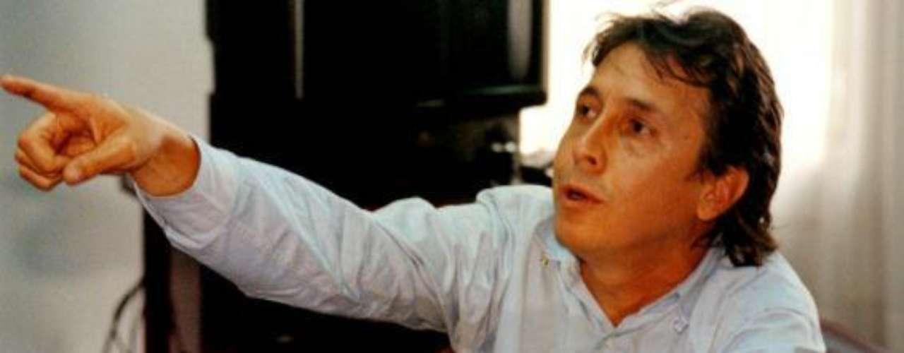 Fabio Ochoa Vásquez  era el menor de los hermanos Ochoa que conformó el Cartel de Medellín junto a Pablo Escobar. 'Escobar el patrón del mal' sigue dando de qué hablar, en esta ocasión la serie viene presentando a nuevos personajes de esta trascendental historia, que tienen un gran parecido en cuanto a la interpretación y el físico de las personas que fueron las protagonistas de estos hechos en la vida real. Conoce a los personajes reales y ficticios de esta historia.