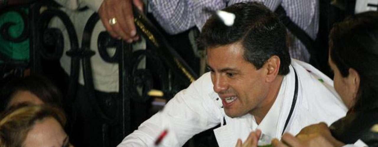 De hecho, el Peña Nieto infiel aparece sólo en una valla colocada en la capital mexicana, cartel que ha sido suficiente para lograr su objetivo; crear polémica. (Fuente texto: EFE y AP)