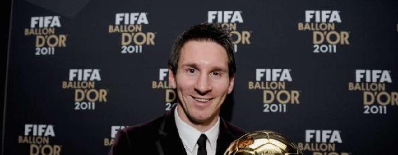 Premios: Más de 80 distinciones de todo tipo ha recibido Messi en su carrera. Ganó tres veces el Balón de Oro, dos veces la Bota de Oro, un Balón de Oro juvenil, entre muchos otros.