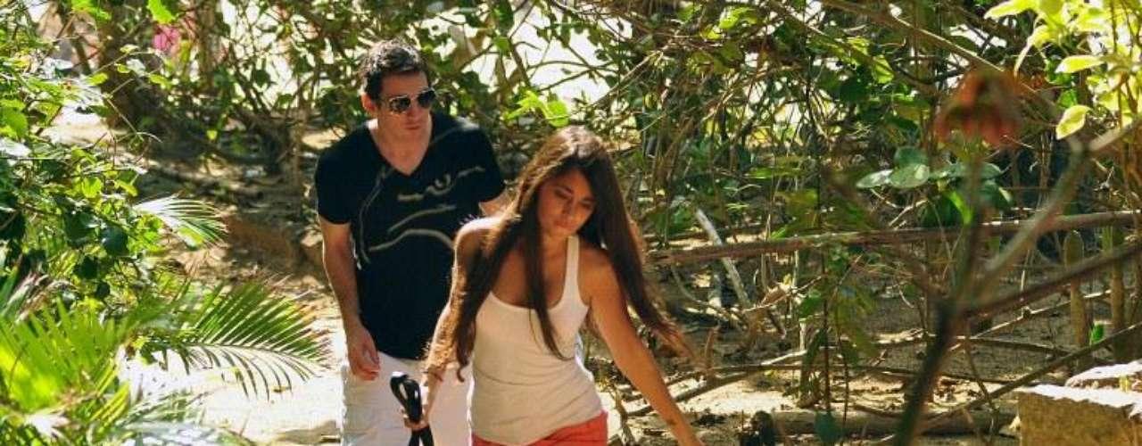 Pareja: Hoy en día Lionel mantiene un noviazgo con Antonela  Roccuzzo, una argentina de 24 años, con la que se conoce desde los 6 años. Su relación inició en 2007. Antonela es una mujer alejada de los medios, que prefiere pasar inadvertida. Recientemente la pareja confirmó que espera un bebe.