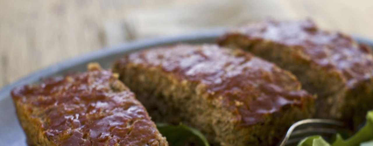 Sin embargo, si le preguntan cuál es su menú favorito de cumpleaños, asegura que es el pastel de carne que prepara su esposa, Anne.