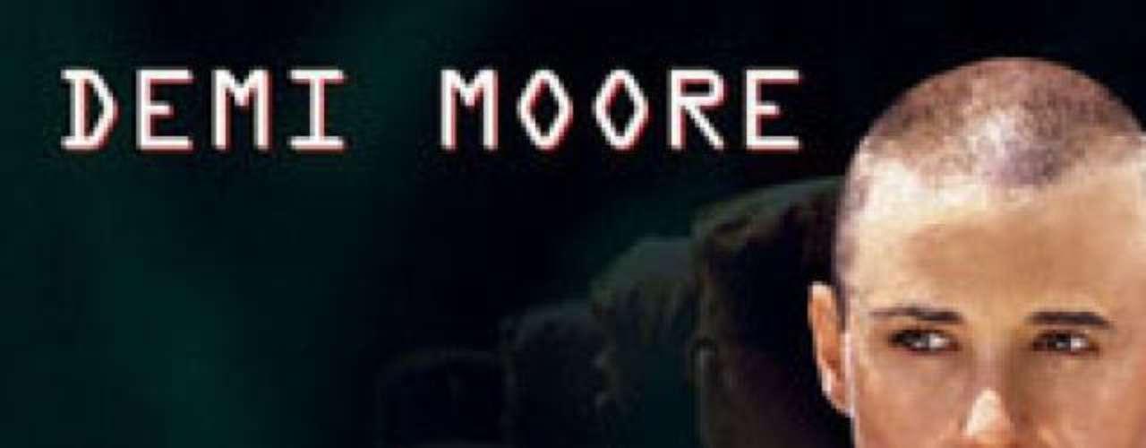Demi Moore también interpretó un personaje que se rapa la cabeza como parte de la trama. En 1997 dio vida a la 'Teniente ONeil' en el filme 'G.I.Jane'.