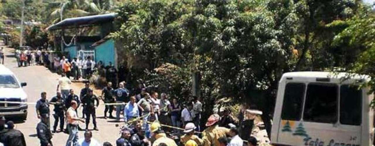 El accidente de un camión que transportaba niños de prescolar a un paseo dejó como saldo 12 muertos y 36 heridos este 13 de junio de 2012, en Uruapan, Michoacán