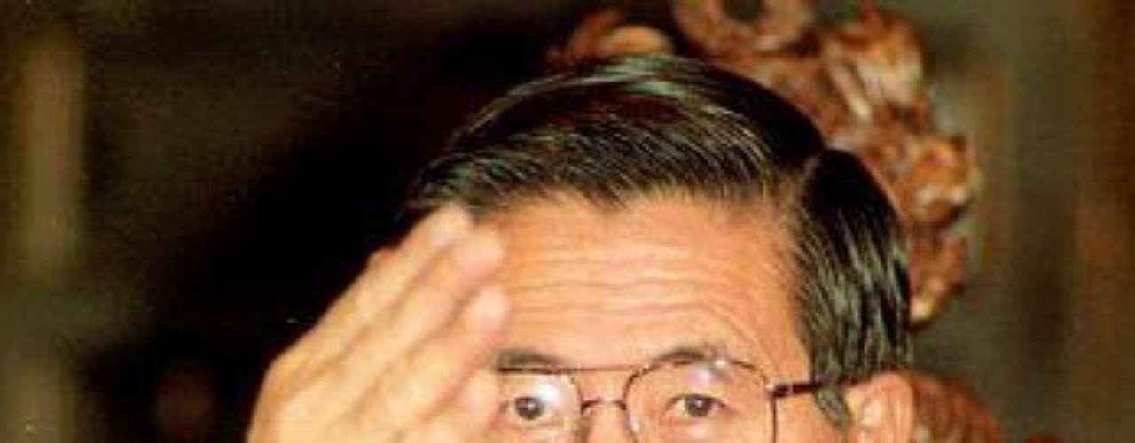 El primer país de Sudamérica que aparece es Perú, con 9 casos. Uno de los más conocidos fue el del ex presidente Alberto Fujimori. Si bien se le imputaron diversos cargos, fue condenado por haber creado una fundación caritativa, llamada Apenkai, que llegó a recibir 100 millones para ayudar a la reconstrucción del país luego de su elección. Sin embargo, sólo el 10 por ciento se usó de manera correcta.