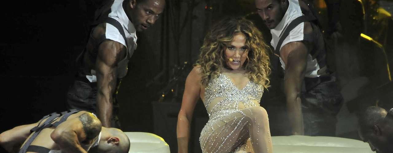 Jennifer López es un huracán de sensualidad y así lo dejó claro en su show.