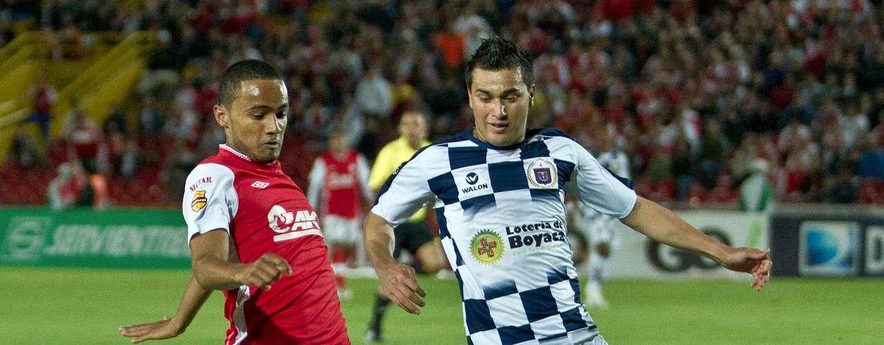 Óscar Rodas (i) uno de los destacados del Independiente Santa Fe en el frente de ataque.