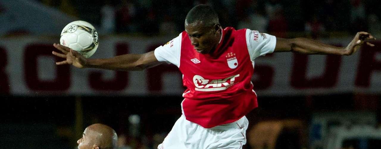 Héctor Urrego (d) debutó en la Liga Postobón con Independiente Santa Fe.