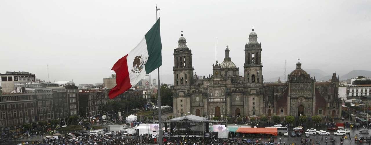 Miles de personas asistieron este sábado a un concierto promovido por el movimiento estudiantil mexicano #Yosoy132. Allí participaron cantantes como Julieta Venegas y Natalia Lafourcade, que pidieron ejercer un voto informado en la elección del 1 de julio.