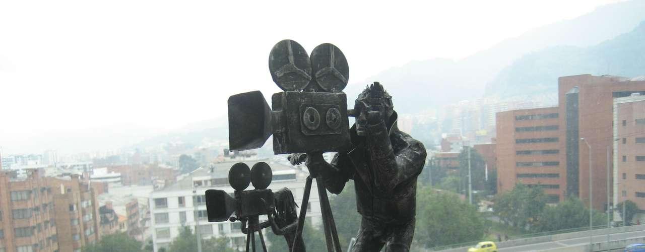Estos camarógrafos fueron elaborados en láminas de acero por Javier, inspirados en la industria cinematográfica y el arte.
