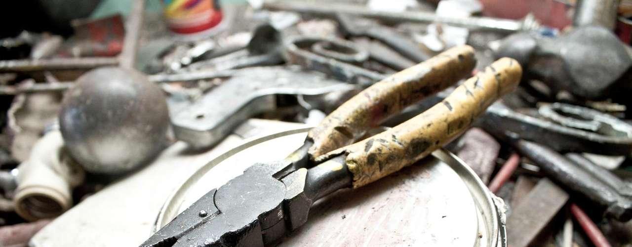 El material que utiliza Javier para sus obras son láminas de acero que logra recuperar de las chatarrerías.