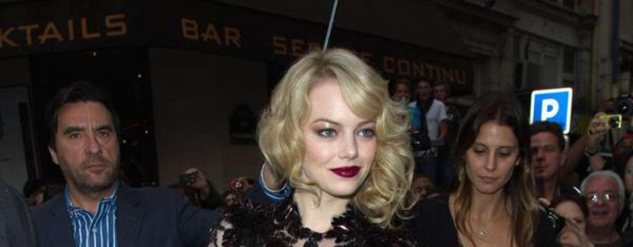 Emma Stone empieza la promoción de la nueva película de Spider-Man. La actriz ha estado presente en las premieres de la cinta luciendo súper sexy y sensual. ¡Muy bien Emma!