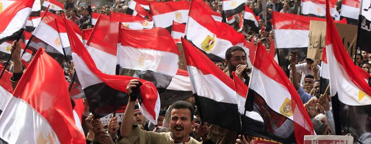 26 de febrero de 2011 - Miles de manifestantes exigen en Tahrir la disolución del nuevo Ejecutivo.